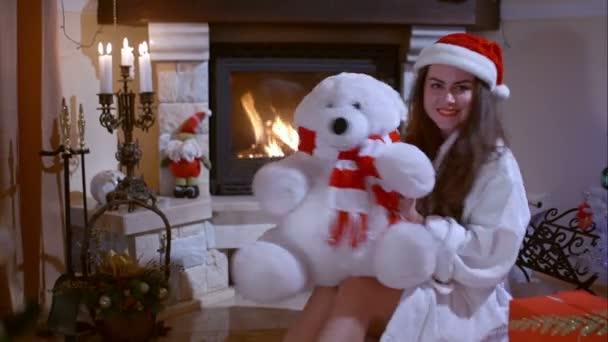 A szép lány a felkészülés a karácsonyi