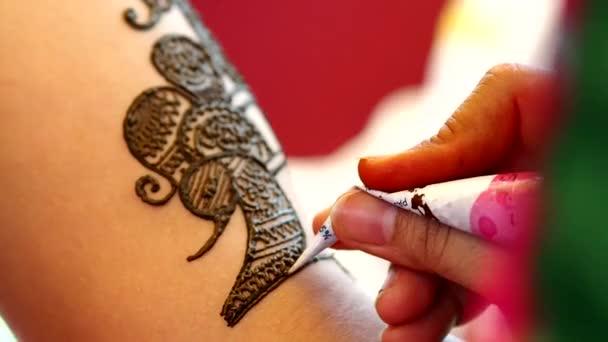 Alkalmazása henna tetoválás, a dél-indiai menyasszony (Tamil Nadu)