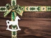 Vánoce, dárek stuha na dřevo, Vánoční dekorace, houpací ho