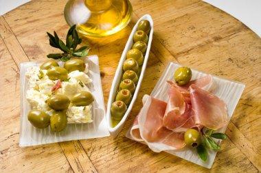 Tapas, green olives, parma ham