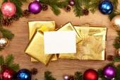 Fotografie Vánoční dárky, větvičky jedle