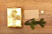Fotografie Golden christmas present and blank card