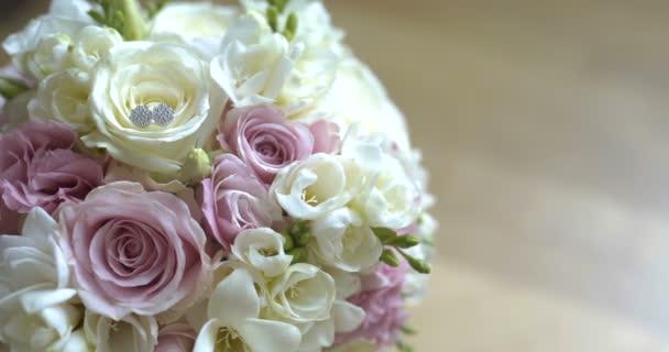 Kytice čerstvých růží. Svatební svatební kytice.
