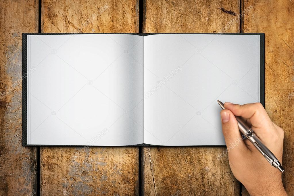 Mano Escribiendo En Libro En Blanco