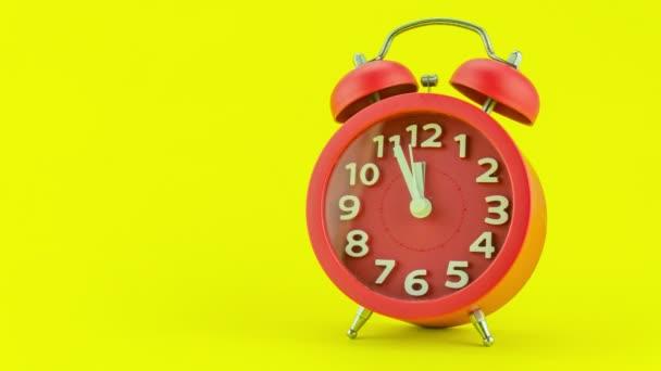 Tizenkét óra szilveszterkor az arc gyönyörű ébresztőóra, jelezve éjfélkor imádnivaló újév ünnepe, koncepció Boldog új évet 2022, üdvözlő videó Time Lapse Stop motion Animation video