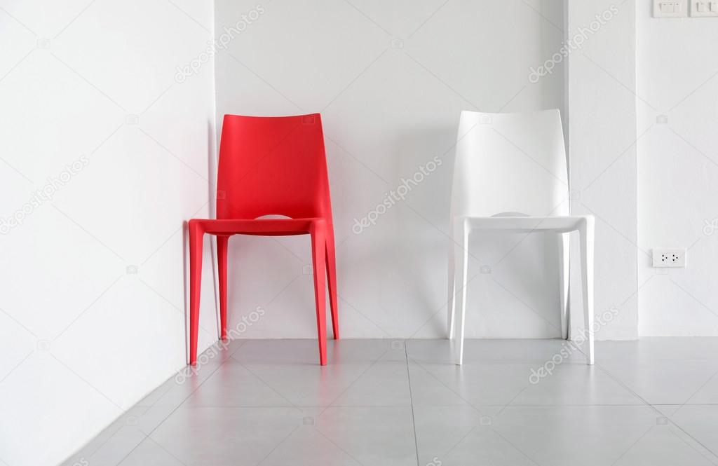 Stock Sedie In Plastica.Sedie Di Plastica Bianche E Rosse Foto Stock C Etaphop 113026478