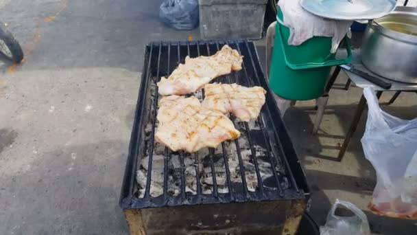 faszénen grillezett sertés