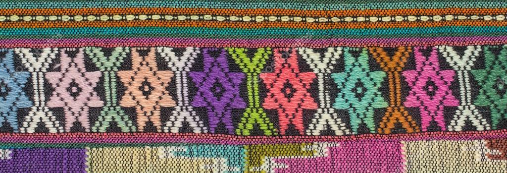 Patrones de mano hecho de tela de tejido en el norte de Tailandia ...