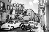 Itálie bílý Brouk auto úzké ulice jednotky bologna černá a bílá