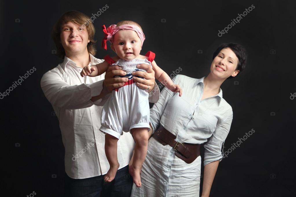 b21448bebb88 Parents hold their baby studio — Stock Photo © 371819  103402612