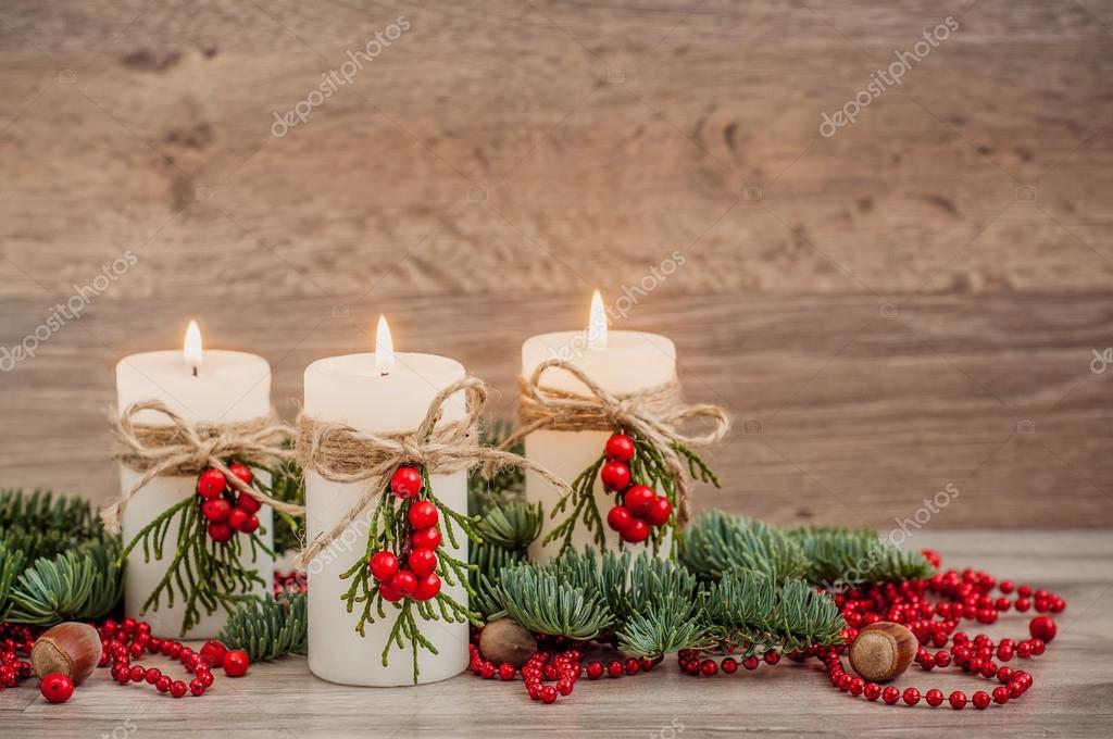 Decorare Candele Di Natale : Decorazioni di natale candele con abete u foto stock ademka