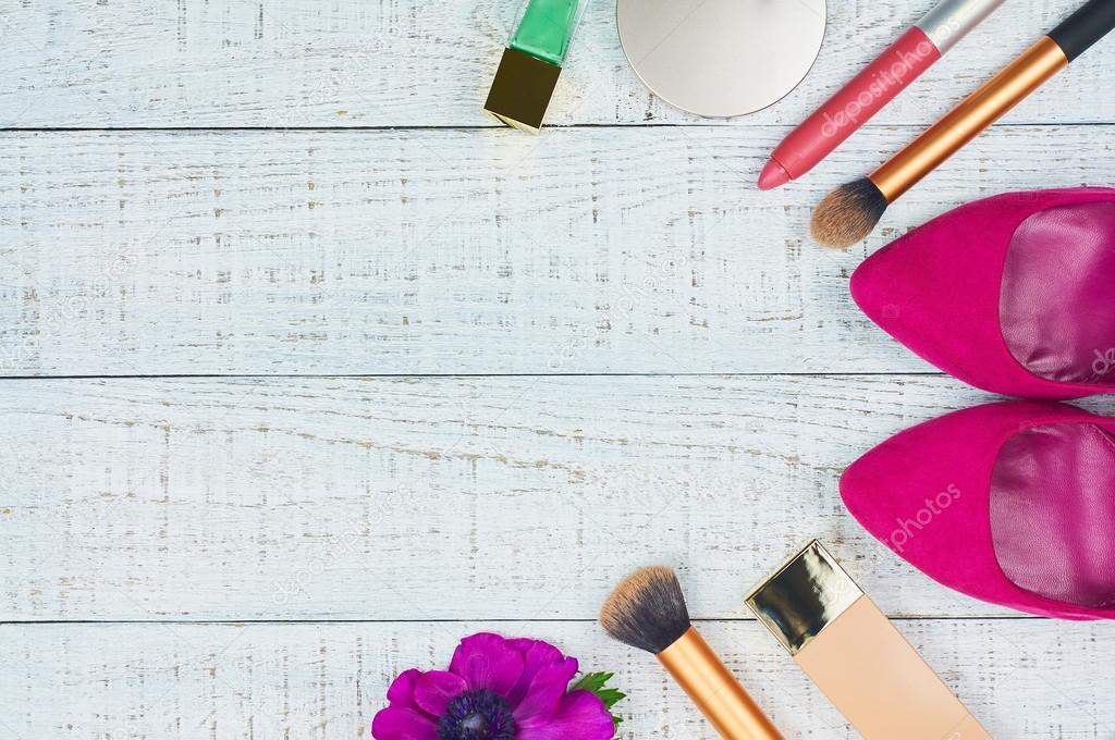 c5c94e2df Accesorios para mujer moderna. Fondo de cosmética femenina– imagen de stock