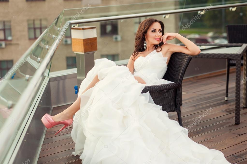 Sonar mujer con vestido de novia