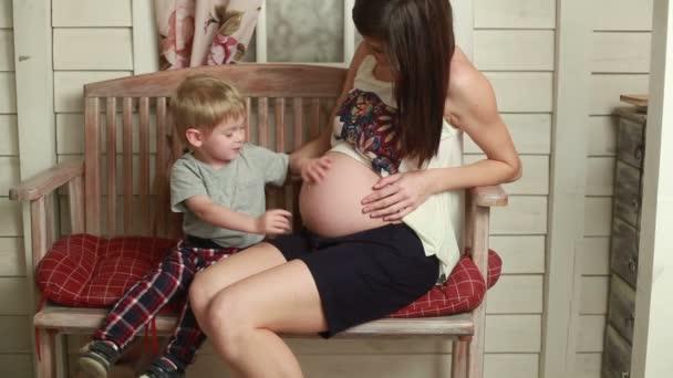 Видеоролик матери с сыном фото 785-170