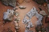 sziklák és a korall homokos