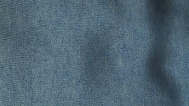 Modré džíny bezproblémovou tvořili texturu pozadí