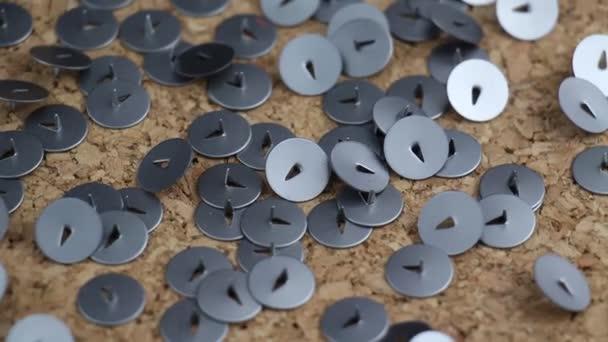 Kovové papíru Pin otočení na korkovou tabulku administrativní kancelář záběry