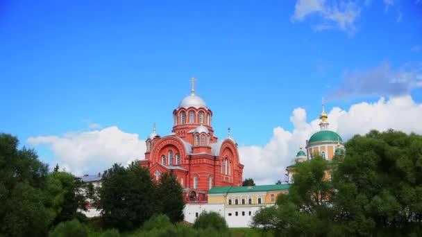 das pocrovskiy-Kloster und die Kathedrale des Hl. Nikolaus