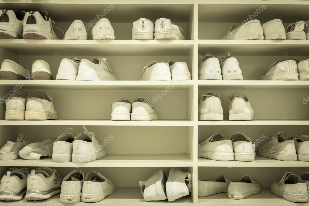 Rek Voor Schoenen.Schoenen Rek Stockfoto C Mantinov 84235720