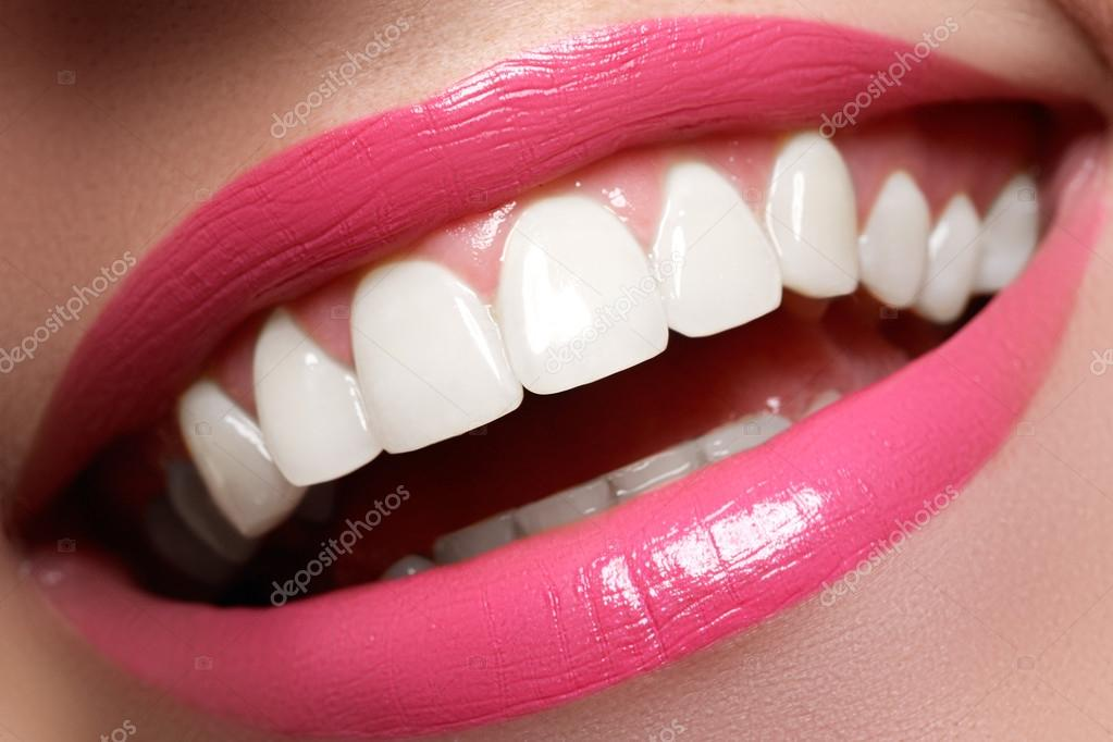 Сексуальные улыбка зубы