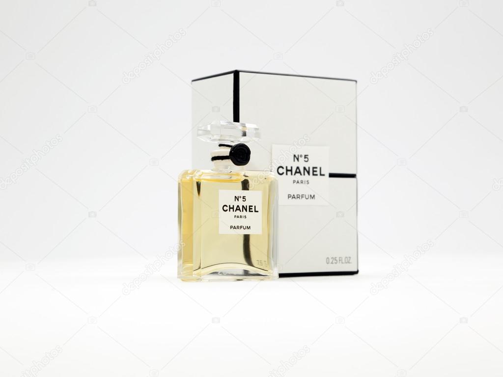 5 Chanel Perfume Bottle Paris France Zdjęcie Stockowe Editorial