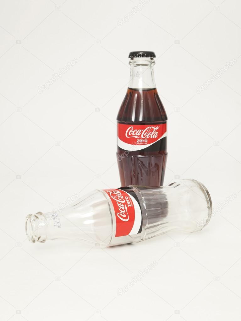 Стеклянная бутылка coca-cola. Coca-cola zero стеклянные бутылки.