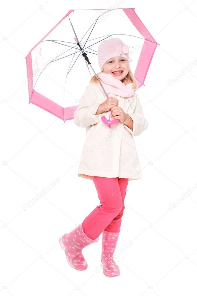 kleines nettes mädchen mit einem regenschirm im bunten