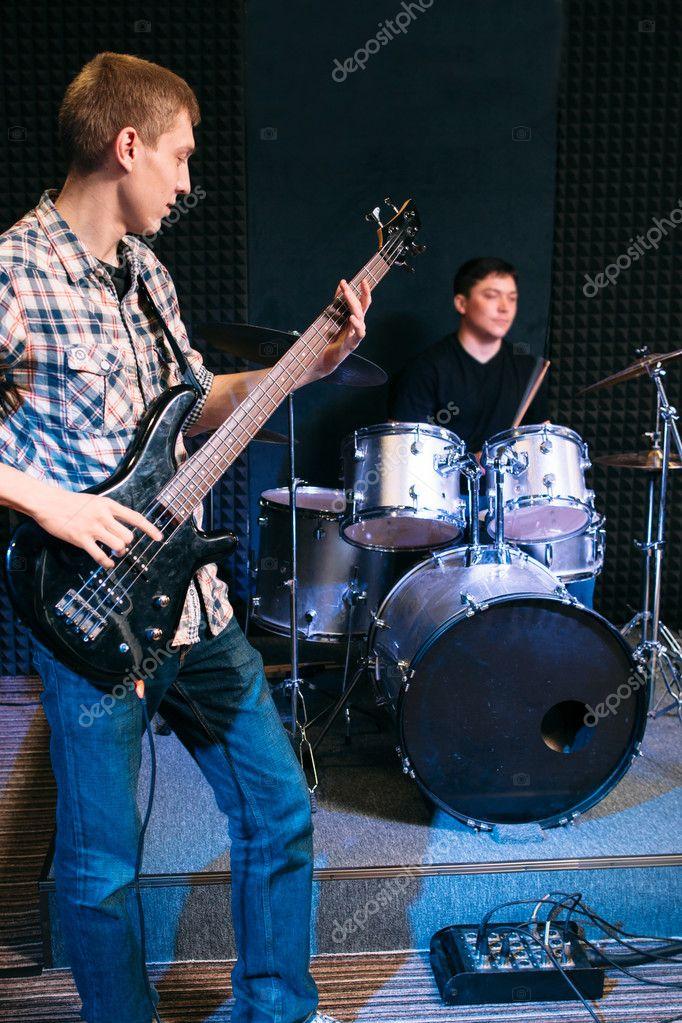 басист и ударник картинка вблизи