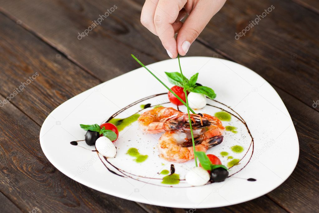 Food Decoration Plate With Grilled Shrimps Stockfoto C Golubovy