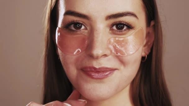 arc bőr nő megható foltok alatt szem