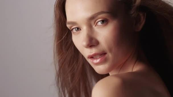natürliche weibliche Schönheit Frau mit strahlender Gesichtshaut