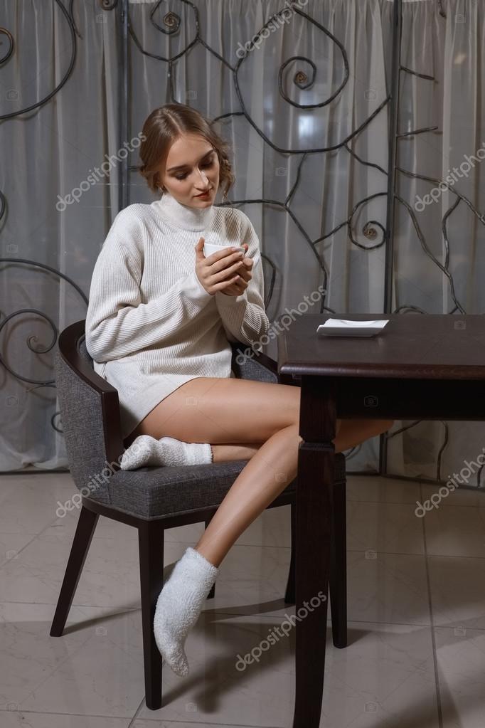 Девушки в белых носках стопочку