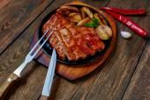 Žebra masa s grilovanou zeleninou
