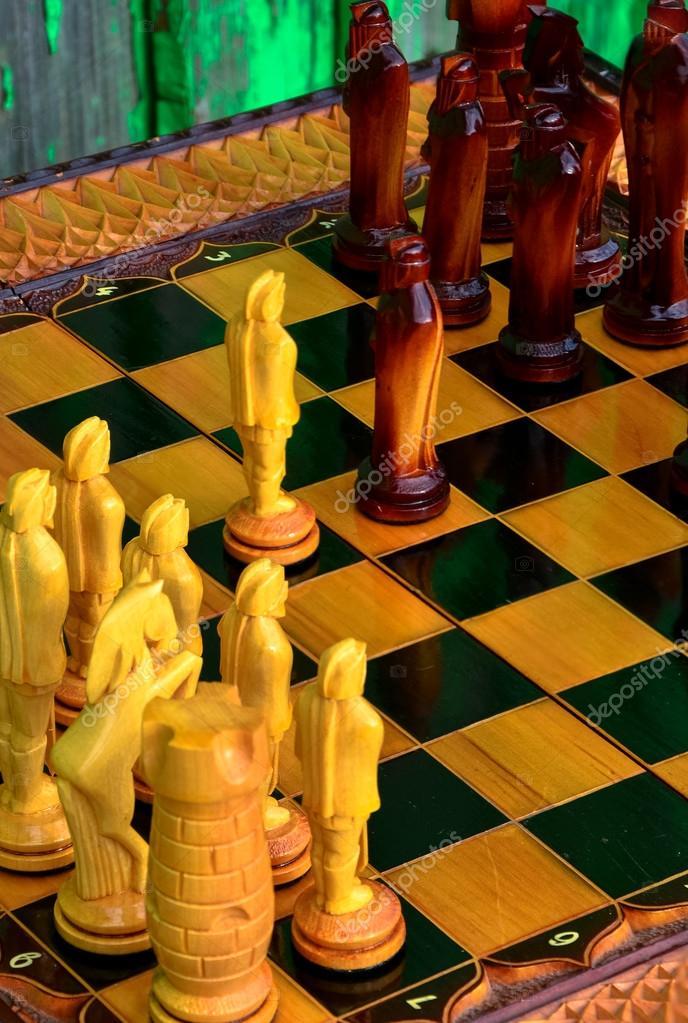 шахматная доска деревянные фигуры стоковое фото