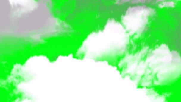 Letící nahoru skrz mraky na pozadí zelené obrazovky