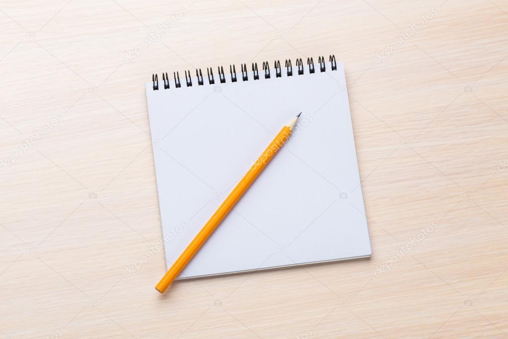 Bloc Notes Sur Le Bureau En Bois Photographie Fotofabrika C 100662220