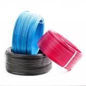 Fotografie Reihe von farbigen Elektrokabeln