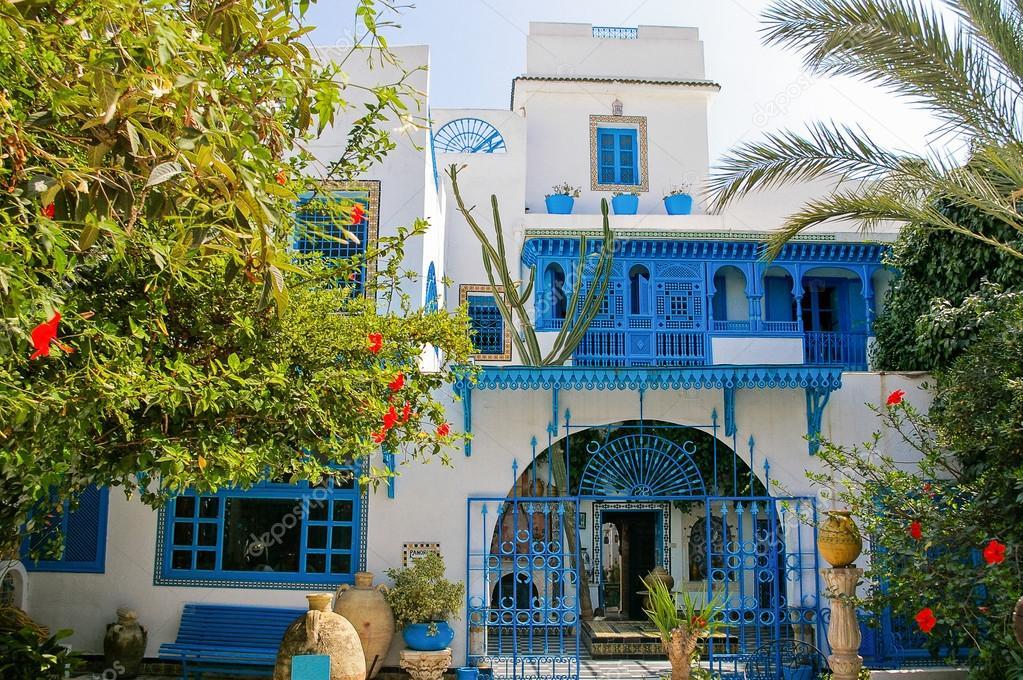 traditionnel int rieur blanc et bleu de la maison sidi bou said tunisie photographie. Black Bedroom Furniture Sets. Home Design Ideas