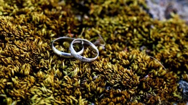 Jegygyűrű, virágos, háttér