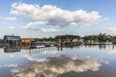 Überfluteten Land mit einem schwimmenden Floß Häuser am Fluss Sava - Neu-Belgrad - Serbien
