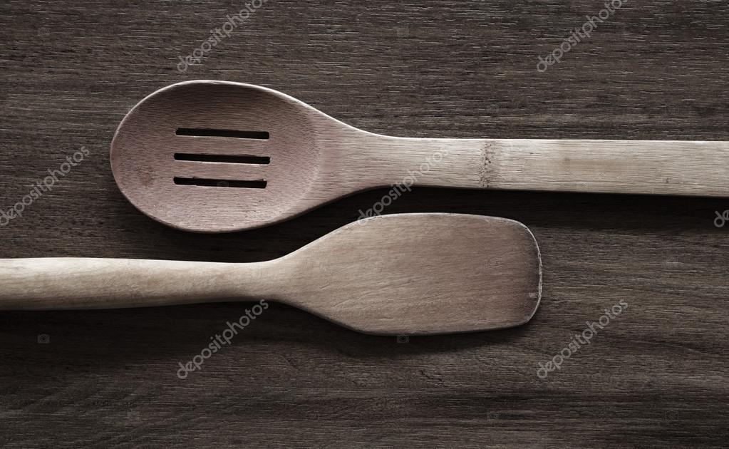 vecchi utensili da cucina sul tavolo in legno — Foto Stock ...