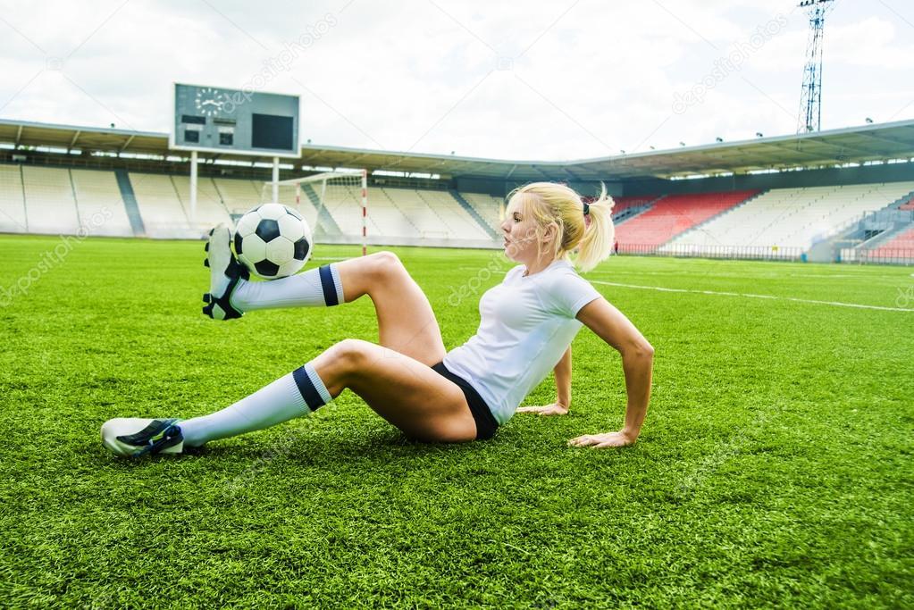 Imagenes Chica Jugando Futbol Chica Jugando Al Futbol Foto De