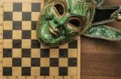 Tragikomikus farsangi maszk