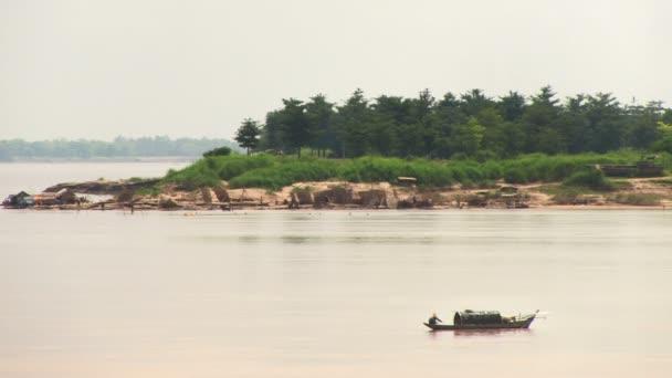 Rybářská loď rybolov na řece
