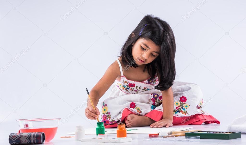 niña India colorante o pintura, chica con pincel — Foto de stock ...