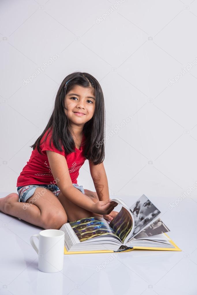 Livre Indien De Lecture De Petite Fille Livre Asiatique De