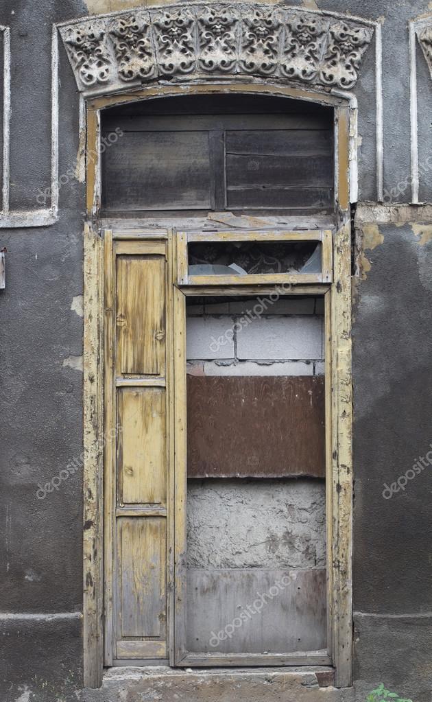 Beschadigte Vintage Tur Mit Holz Verkleidet Stockfoto C Macondos