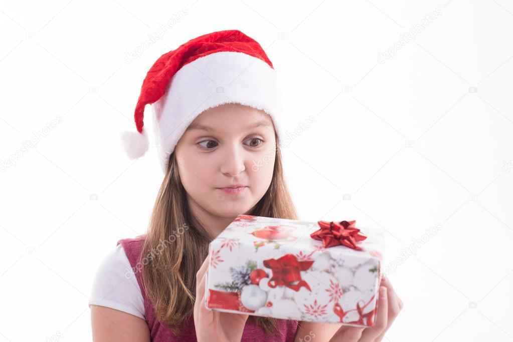 Mädchen-Teenager mit ein Geschenk in einer Nikolausmütze — Stockfoto ...