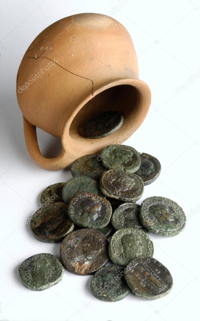 piece de monnaie dans un vase