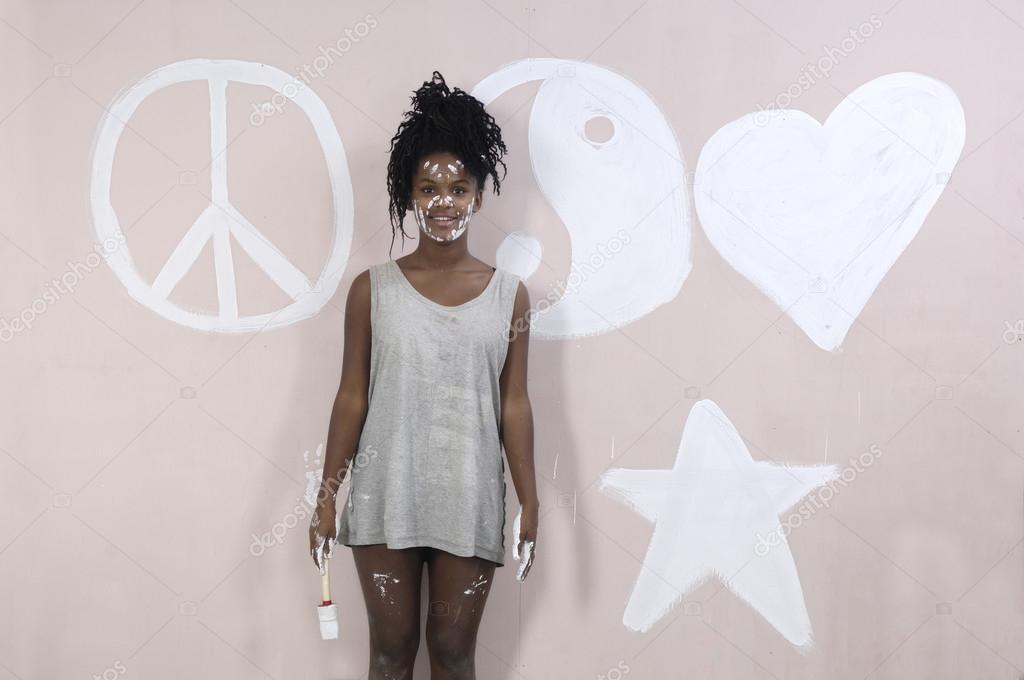 Teenager Mädchen Malen Graffiti Afrikanische Mädchen Stockfoto